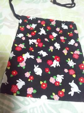 ☆新柄黒×ウサギ椿和柄ナナメ掛巾着袋
