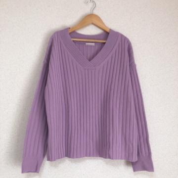 ジーユー きれい色ゆったりVネックニット セーター♪