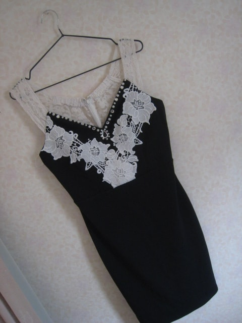 ジュエルズ/ネイビードレス/胸元レース/タイトミニLサイズ  < 女性ファッションの
