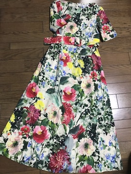新品ザラZARA ベルト付 華やか花柄プリントロングワンピース